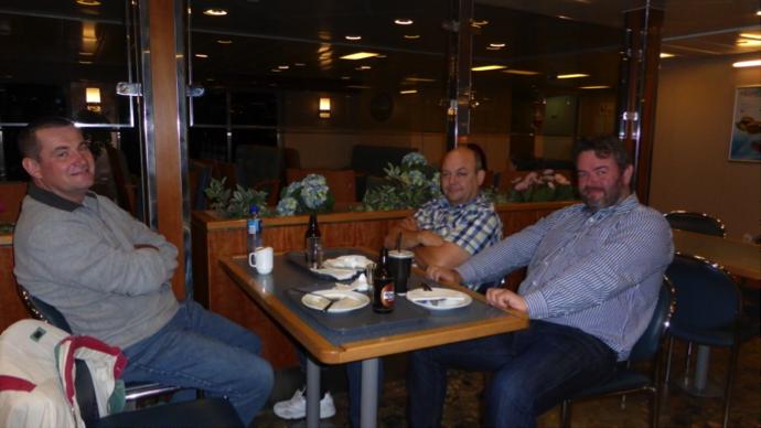 Uten mat og drikke…… Morten-Hoss på hjemvei. Sistemann var hjemme kl 04:00 og på jobb mandags morgen kl 07:30. Fin tur med godt selskap. Hvor går neste reise?
